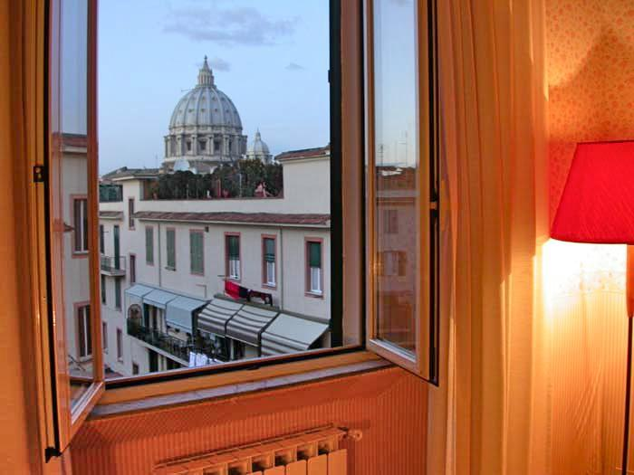 The wonderful view on St. Peter's Basilica from the twin bedroom - St. Peter's closest view from the window!  Apartment 6 people: 2 bedrooms, bathroom, living, kitchen - Rome - rentals