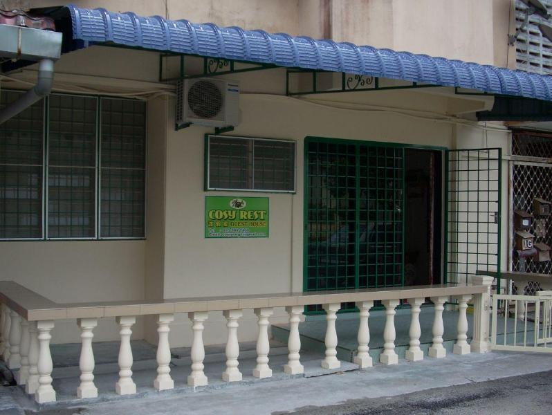 Front of Guest House with a small balcony - Cosy Rest Guest House, Taiping, Malaysia - Taiping - rentals