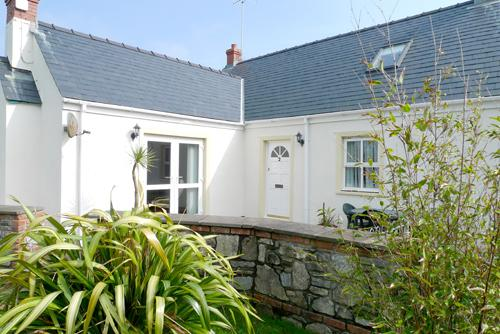 Child Friendly Holiday Cottage - 6 Tudor Lodge Cottages, Jameston - Image 1 - Jameston - rentals