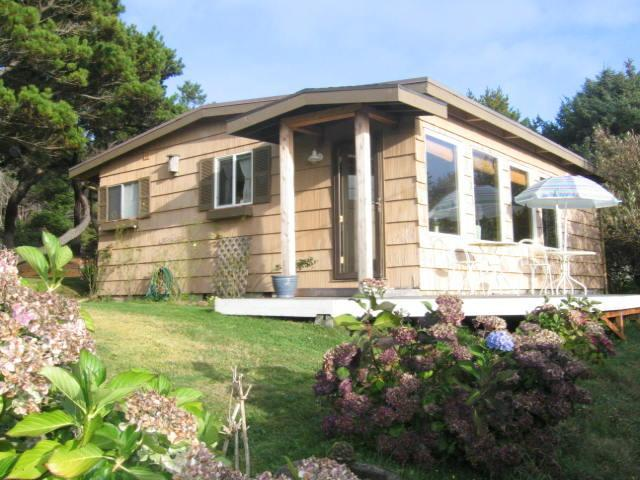 Jill's Vacation Rental, small house - Image 1 - Manzanita - rentals