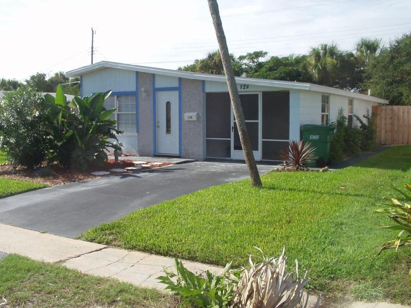 Front  view - A little piece of paradise 3 bedroom beach house - Ormond Beach - rentals