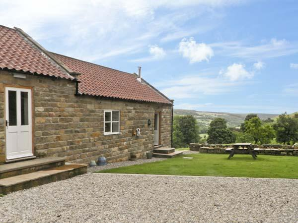 MOORS EDGE COTTAGE, pet friendly, country holiday cottage, with open fire in Rosedale Abbey, Ref 8636 - Image 1 - Rosedale Abbey - rentals