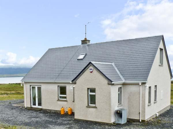 SEABANK, pet friendly, with a garden in Narin, County Donegal, Ref 7955 - Image 1 - Narin - rentals