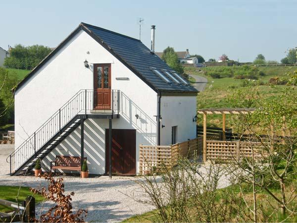 TYN-Y-MYNYDD BACH, romantic, country holiday cottage, with open fire in Halkyn, Ref 8422 - Image 1 - Halkyn - rentals