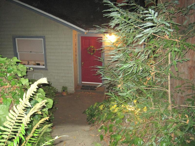 Coming Down Front Steps - Bright Spacious Forrest Haven Room Rental - Fairfax - rentals