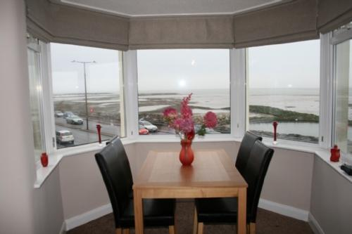 BAY VIEW APARTMENT, Morecambe, Lancashire Cumbria border - Image 1 - Morecambe - rentals