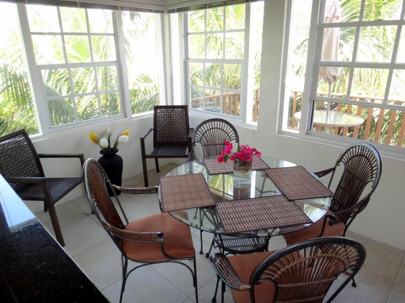 Eating Area - Provo Dacha - 2 bdrm / 2 bthm, Heart of Grace Bay - Grace Bay - rentals