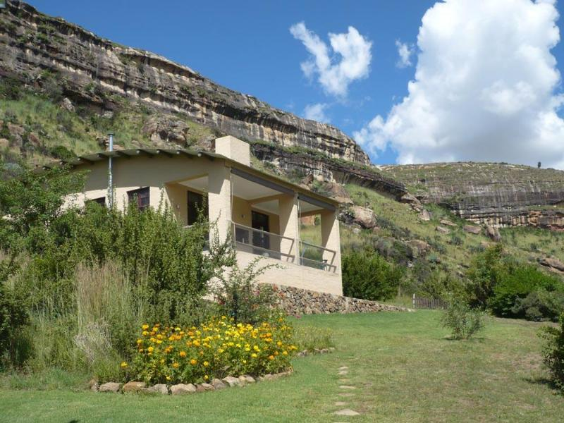 View of the Cottage looking South - Mafube Mountain Retreat - Fouriesburg - rentals