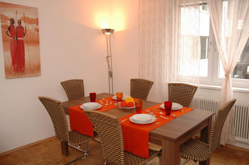 table for 6 persons - APARTMENT Am Donaukanal - Vienna - rentals