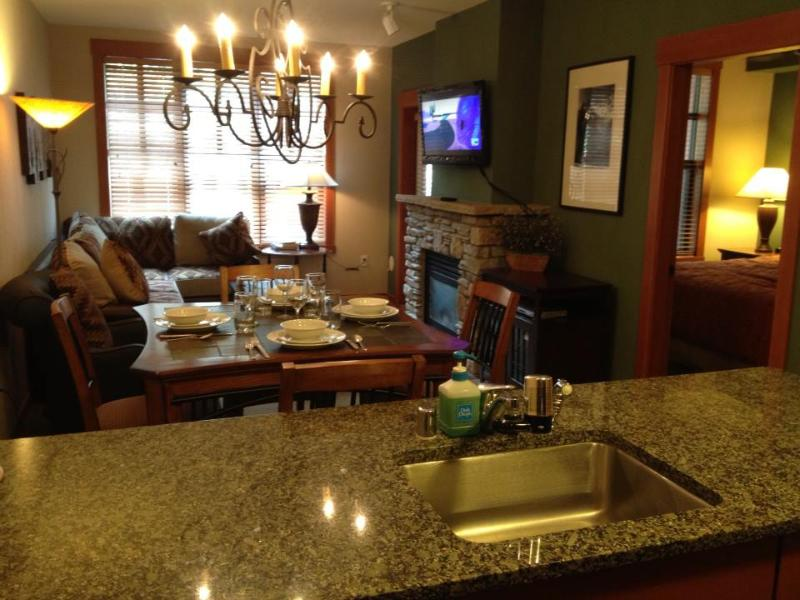 New: Dinning Table & Chairs,Flat Screen TV - Village-Grand Sierra Luxury at a Discount - Mammoth Lakes - rentals