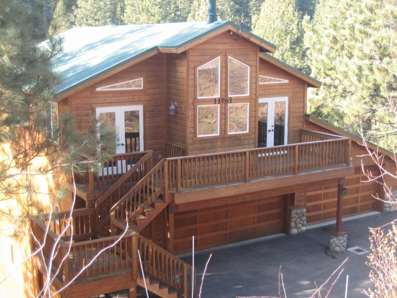 View from Street - Classy affordable cabin, wifi Tahoe Donner Truckee - Tahoe Donner - rentals