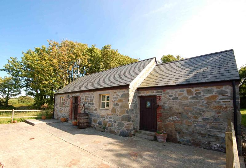 The Cowshed - The Cowshed Charming Barn Conversion Nr. St Davids - Trefin - rentals