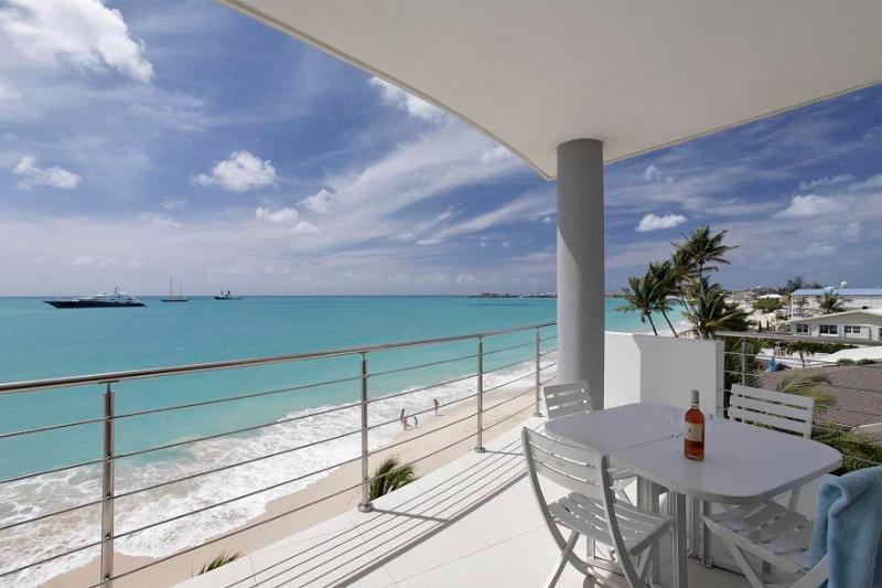 Heaven Condo, Simpsom Bay, St Maarten; 2BR; - HEAVEN... Steps from the secluded Simpson Bay Beach, a two-mile white sand beach...St Maarten Rental Condo at Las Arenas...perfect for beach lovers... - Saint Martin-Sint Maarten - rentals