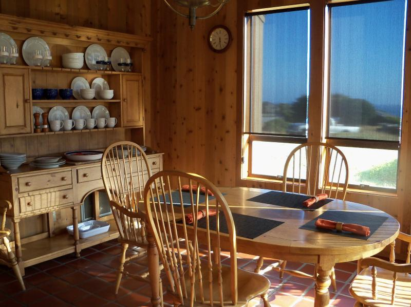 The dining room offers views of the ocean and plenty of seating for the family - La Boussole - Sea Ranch - rentals