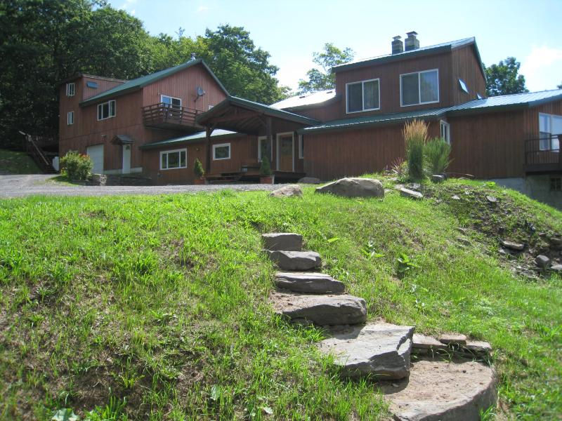 Front view of Lodge - Secluded Lodge with Spectacular Mountain Views - Fleischmanns - rentals