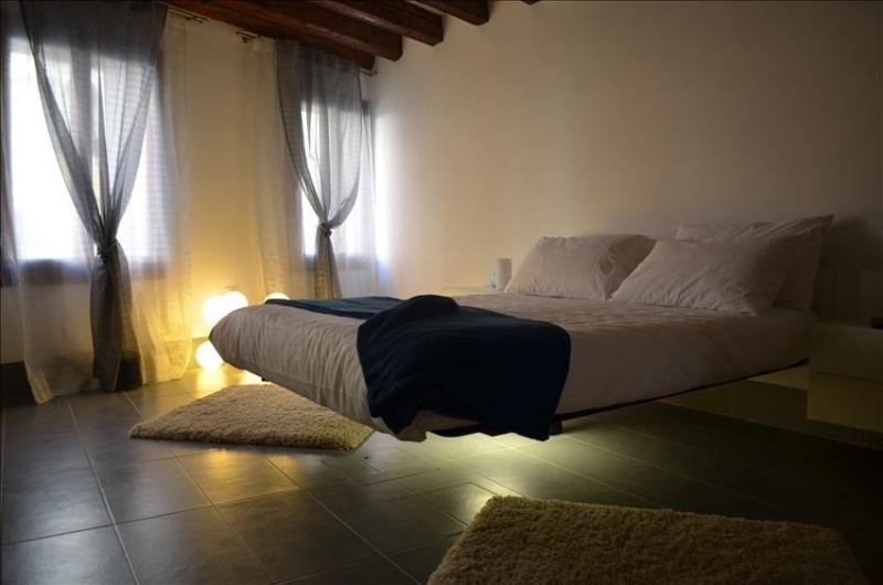 Romantic Bed with light underneath - COZY VENETIAN APT NEAR BIENNALE with Canal view - Venice - rentals