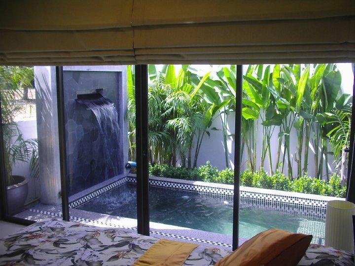 Bedroom with king size bed and direct access to the plunge pool - 1 bedroom villa with pool in Phuket Nai Harn beach - Nai Harn - rentals