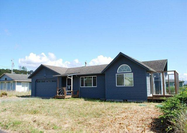 Almost brand new, close to beach access - Image 1 - Waldport - rentals