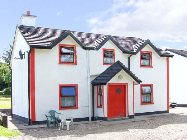 BRIDGE VIEW COTTAGE, character holiday cottage, with a garden in Scarriff, County Clare, Ref 8442 - Image 1 - Scarriff - rentals