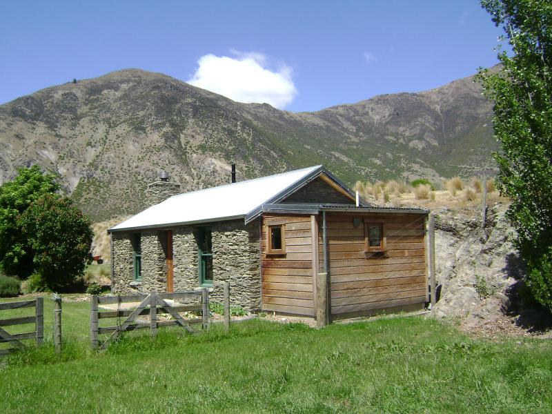 Historic Warbrick Stone Cottage - Historic Cottage, Gibbston, Queenstown New Zealand - Gibbston - rentals