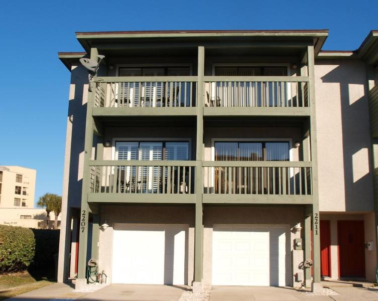 Two identical Units side by side-Each with their own garage and separate entrance - Perfect for Two Families! - Jacksonville Beach - rentals