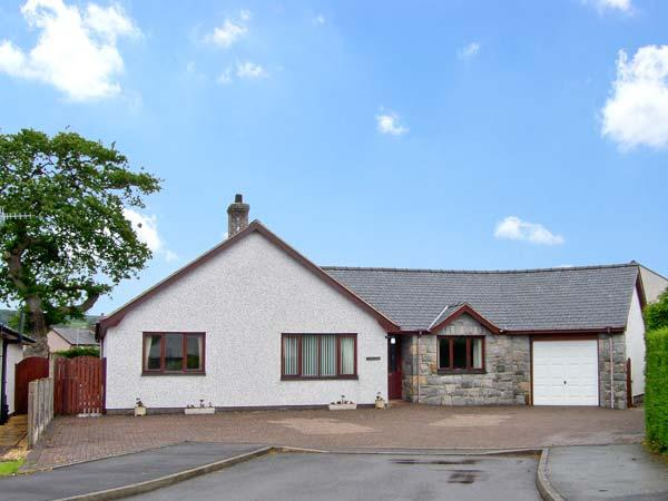 BRYN LLAN, family friendly, country holiday cottage, with a garden in Bala, Ref 7896 - Image 1 - Bala - rentals
