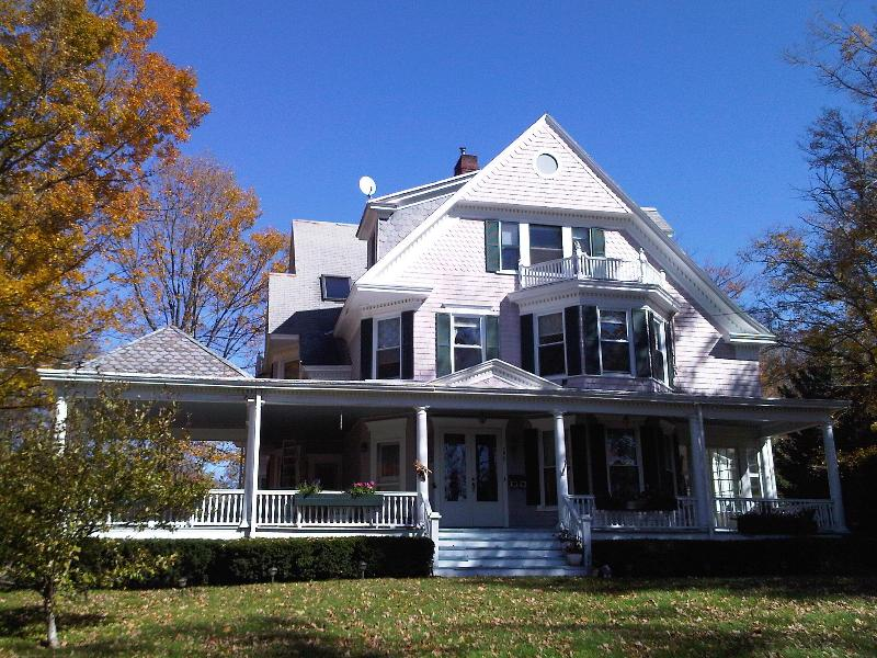 Catskill B & B Summer Frontal View - The Catskills B&B and Spa - Stamford - rentals