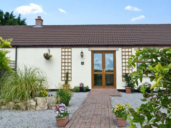 ELDER COTTAGE, family friendly, country holiday cottage, with a garden in Caldwell, Ref 6760 - Image 1 - Barnard Castle - rentals