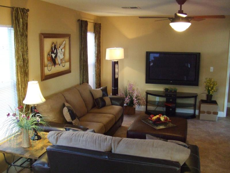 Family Room - Paris House - Elegant, excellent location, 5 bdrms - Las Vegas - rentals