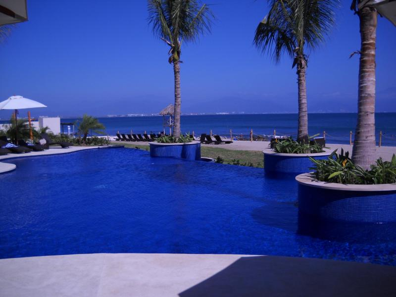 Beautiful private beach and pool with jacuzzi! - Riviera Nayarit Beach Condo with Amazing Views! - La Cruz de Huanacaxtle - rentals