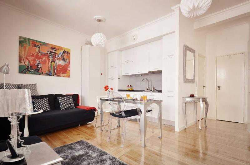 Unique decor flat in Chiado, renovated in 2011 - Image 1 - Lisbon - rentals