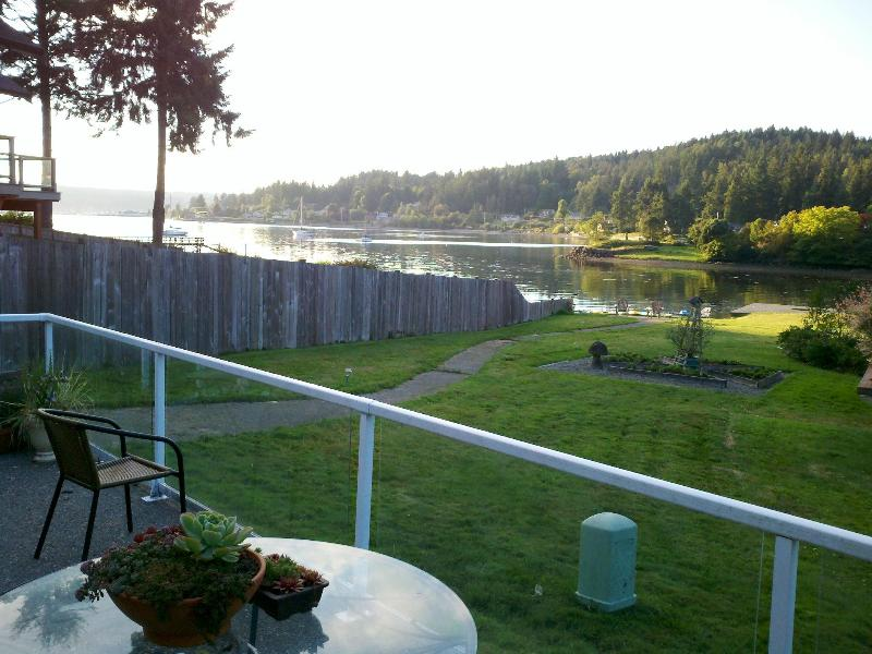 Backyard waterfront tranquility - 1,2, or 3 Bedroom Waterfront Rental, Poulsbo - Poulsbo - rentals