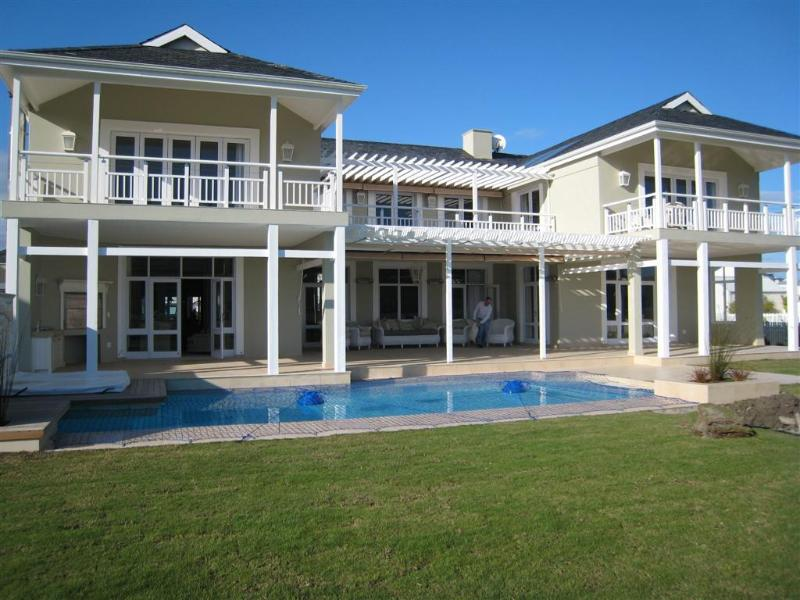 House Front with pool - Knysna Thesens Island P108 Plantation Manor - Knysna - rentals