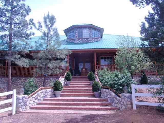 Front Entry - Stone Haven Lodge-Resort Style Lodge in the Pines - Show Low - rentals