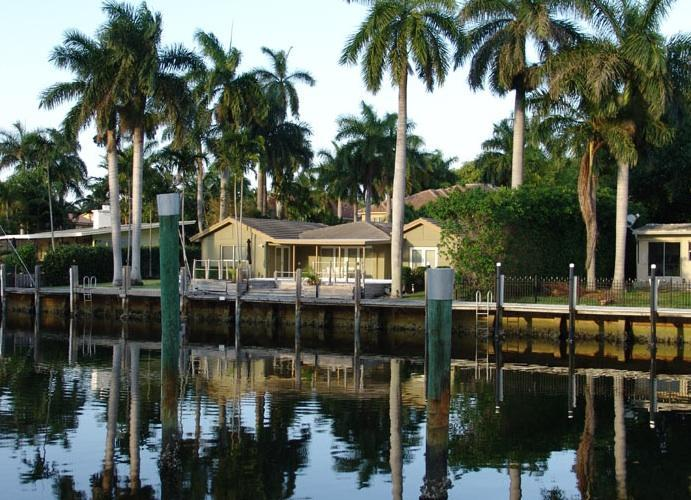 Villa Fiesta - Waterfront, prime location,dock space, heated pool - Fort Lauderdale - rentals