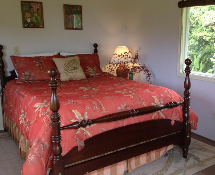 Lavender Orchid Cottage King Bed - Puna Rainforest Retreat Cottages in the Puna Forest Reserve - Pahoa - rentals