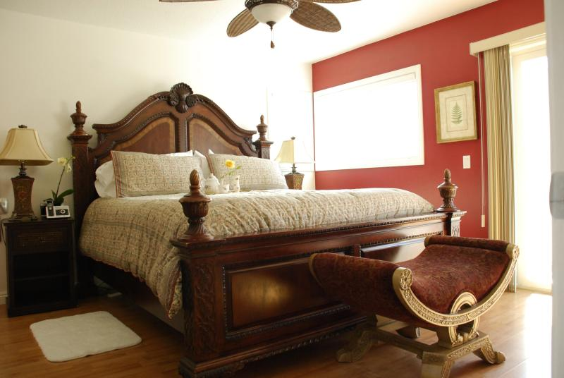 King size bed in Master Bedroom - Bali House-3 Bed-Walk to Beach-Available Monthly - Dana Point - rentals