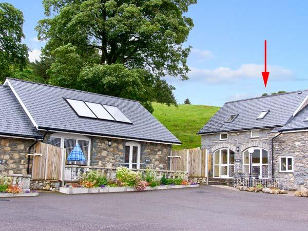 HIRNANT, pet friendly, character holiday cottage, with a garden in Bala, Ref 9759 - Image 1 - Bala - rentals