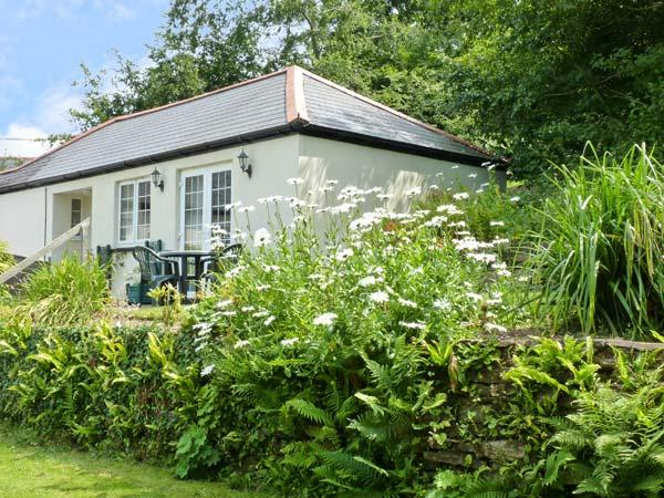 MOUSE COTTAGE, family friendly, country holiday cottage, with a garden in Gunnislake Near Dartmoor, Ref 8280 - Image 1 - Gunnislake - rentals
