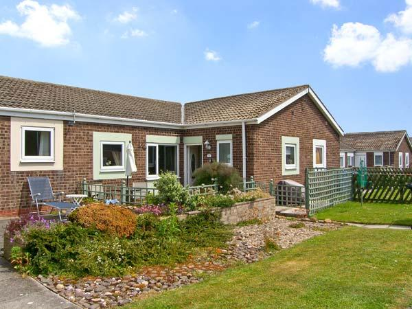 ROCKPOOL, pet friendly, with a garden in Beadnell, Ref 8396 - Image 1 - Beadnell - rentals