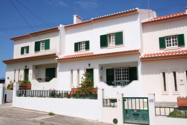 Townhouse from street - Magnificent townhouse above the beach Areia Branca - Lourinha - rentals
