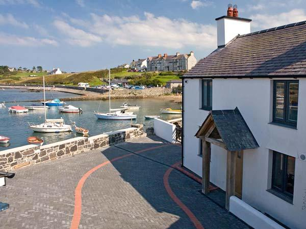 TY LAWR, pet friendly, luxury holiday cottage, with a garden in Cemaes Bay, IsleOf Anglesey, Ref 8727 - Image 1 - Cemaes Bay - rentals