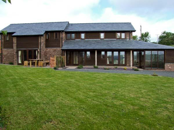 BUSHMILLS, family friendly, character holiday cottage, with a garden in Abbey Dore, Ref 5465 - Image 1 - Hereford - rentals