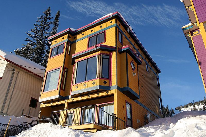 Exterior front view of Goldrush - Ski in/Ski Out 5 Bedrooms with Rooftop Hot tub - Silver Star Mountain - rentals
