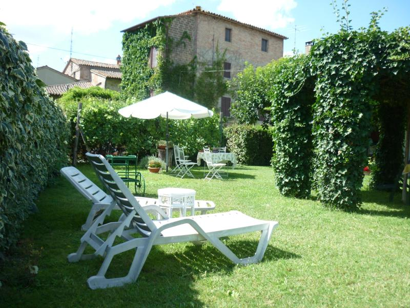 View of the house from the garden - CASA GRETA IS A CHARMING  IVY- COVERED HOUSE WITH  GARDEN NEAR TODI - Umbria - rentals