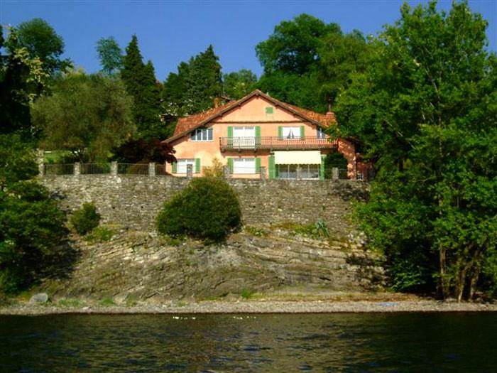 lakefront vacation villa reno di leggiuno lake maggiore italy - LAKE MAGGIORE - Elegant mansion on the lakeshore - Laveno-Mombello - rentals