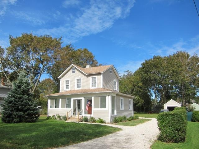Adorable 1890's Farmhouse; Walk to Beaches & Town! - Adorable, Updated Farmhouse; Walk to Beach & Town! - Southold - rentals