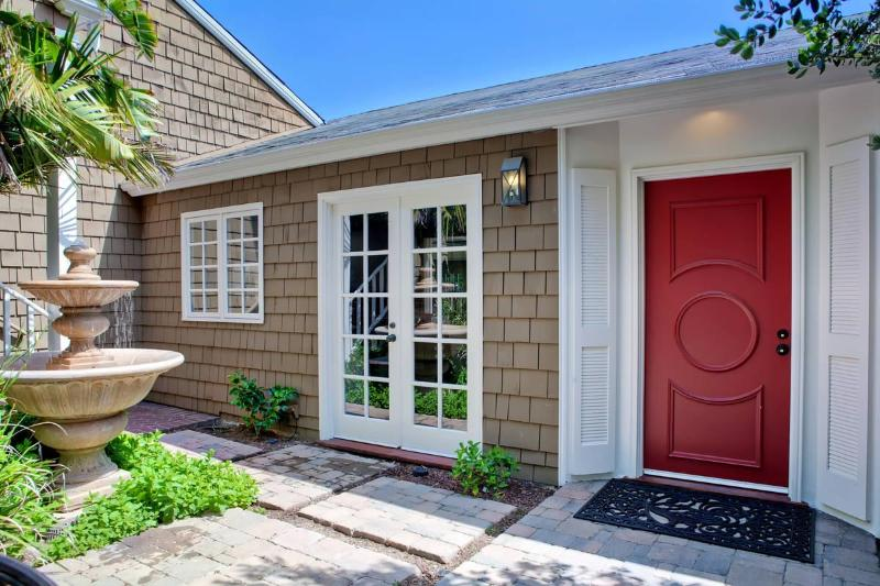 Enter the home through a tranquil courtyard - Tranquil Remodeled Ocean View La Jolla Home - La Jolla - rentals