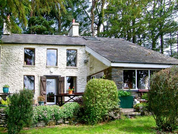 FRONEITHINOG, pet friendly, character holiday cottage, with a garden in Ysbyty Ystwyth, Ref 8104 - Image 1 - Ysbyty Ystwyth - rentals