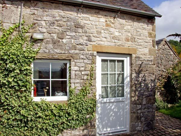 RAMBLERS' REST, romantic, country holiday cottage, with a garden in Brassington, Ref 4427 - Image 1 - Brassington - rentals